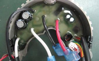 組立て後の基板を防塵・耐振処理